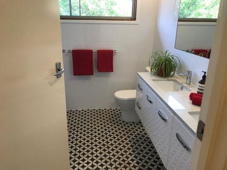 Bathroom + toilet Instarent