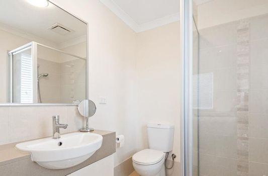 Ensuite Bathroom Instarent