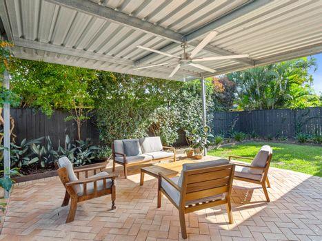 Covered Patio / Backyard Instarent